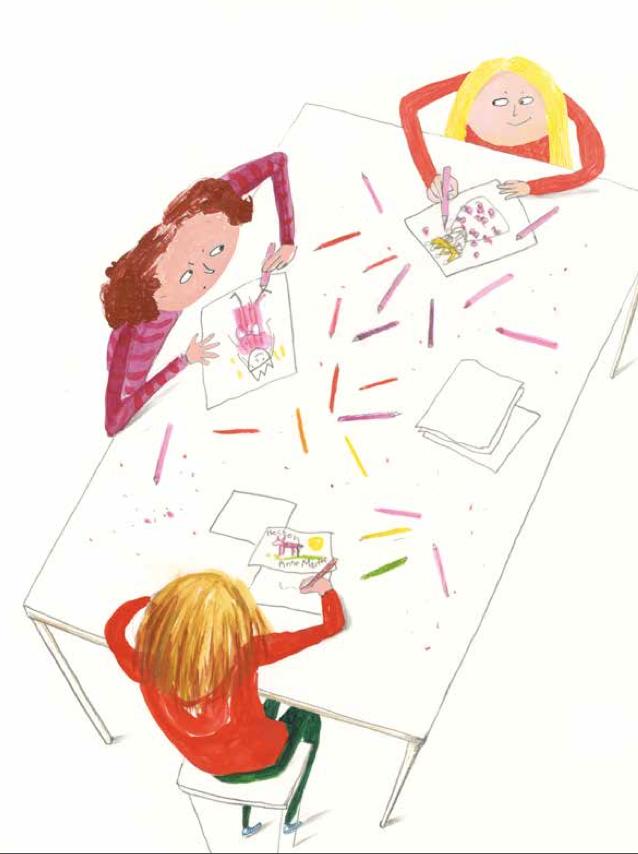 Bildet viser Lena, Anne Marthe og Hege Susan som tegner sammen. Hege Susan smiler lurt.